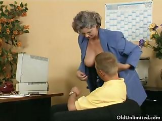 Dirty old woman getting her hairy pussy part2