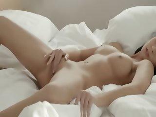 blackhair babe fingering pussy in whtie