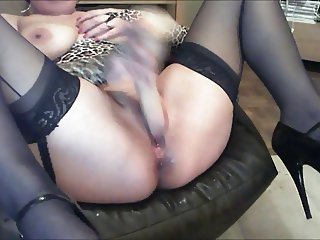 Stocking clad Jess dildo fucks her juicy milf cunt