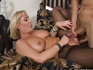 Busty cougar Mellanie Monroe gives great tip