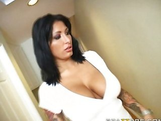 Brunette Ricki Raxxx is Horny !