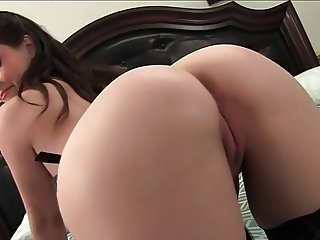 Noelle Easton Busty Natural 4