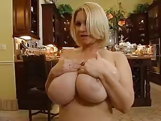 BUSTY COUGAR HOUSEWIFE