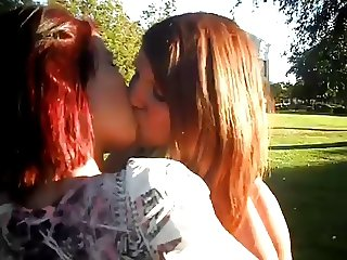 Kissing girls 140