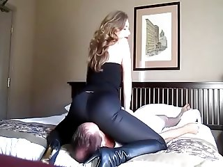 smooth facesitting with mistress T