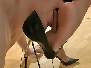 goddess leyla - adore my feet & shoes