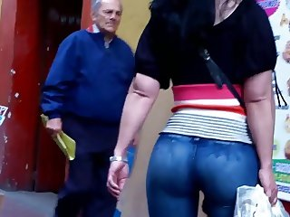 a beautiful round ass in jeans