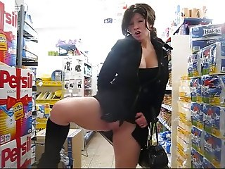 Housewife performs to the supermarket