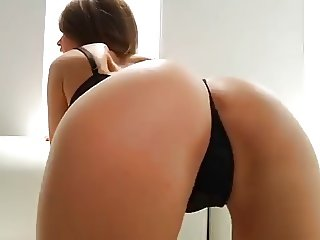 beautifull girl dancing very sexy
