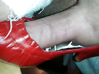 Fucking Mommys Red Pumps - mutters rote Heels gefickt