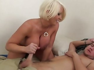 bessy morning blowjob...