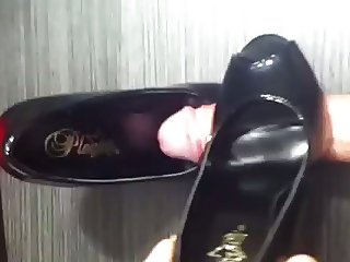 Masturbate with shoes