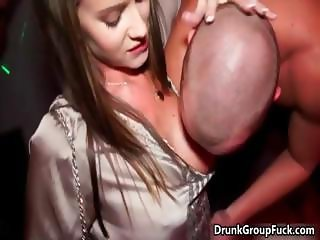 Drunk super sexy women sucking cock part1