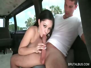 Amateur beauty shows BJ skills in the bus