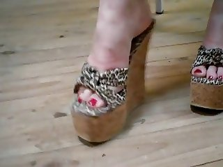 Sexy feet in high heel leopard