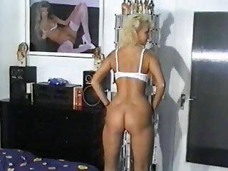 Sandra Foxxx - Jung und Wild