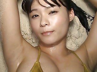 Mizuki Hoshina Shaking & Beach - non nude