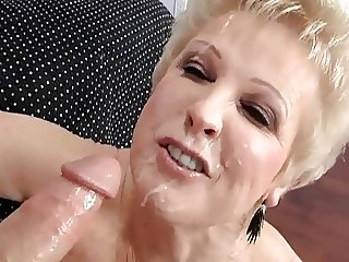 Addicted to Granny's pussy