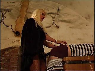 Herrin fickt ihren Sklaven