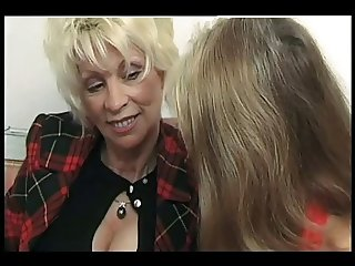 FRENCH BISSEX 2 matures milf mom and a anal bissex