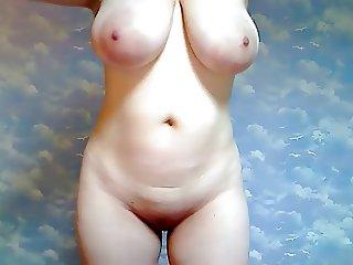 Classy Busty Milf on Webcam2652