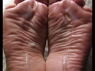 Wide wrinkly meaty soles take a load.