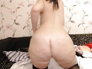 curvy big ass milf in glasses strips on webcam