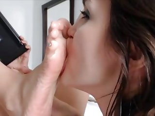 Live On The Bate - Sole Licking & Toe Sucking