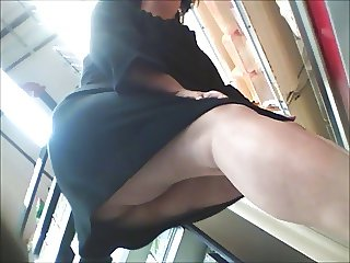 MATURE MOM TWICE UPSKIRT