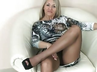 SENSUAL LADY IN PANTYHOSE