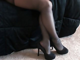 Melissa Hansen in Sexy Pantyhose