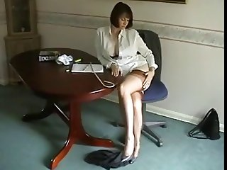 World's most unprofessonal teacher flashes her panties.