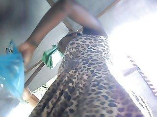 mulata do rabo carnudo com suplex azul escuro