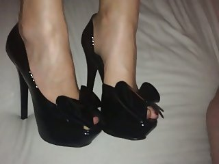 Cum on her black platform bow high heels
