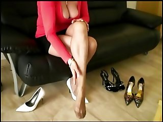 Candid cleavage hot busty girl and shoes