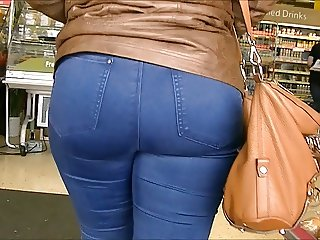 Candid big ass blonde in tight jeans