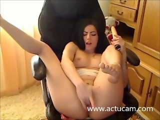 Hungarian camgirl play with her pussy (1)