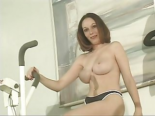 Fitness slut works out naked at gym