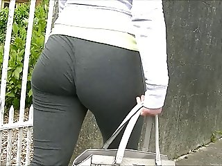 Candid ass in gym pants