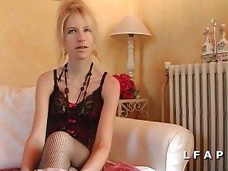 Sodomie profonde pour cette blonde fr lors de son casting
