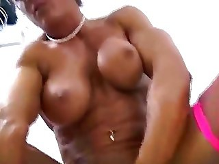 Muscle Woman Squirting
