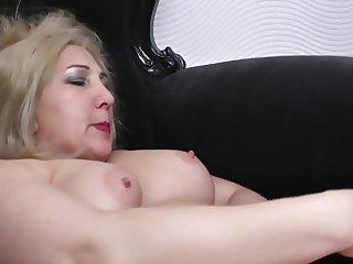 Big mom with big ass