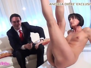 Milf shows her bizarre vagina for Andrea Diprè