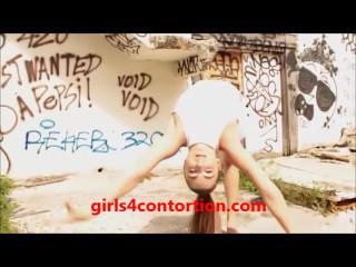 young teen gymnast gets her legs behind head in her bedroom - pin4sex.com