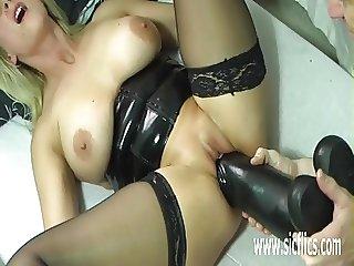 Extreme amateur fucking gigantic dildos