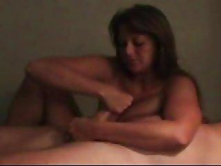 Helga masturbeert en kauwt kauwgom - tegelijkertijd