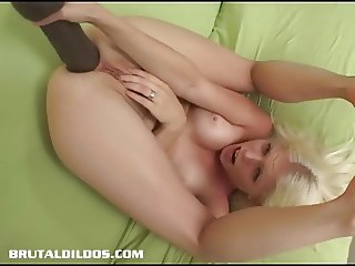 Jayda Diamonde gapes her ass with a big brutal dildo