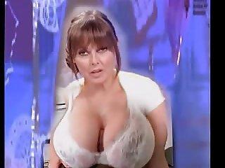 Carol Vorderman  boob wank