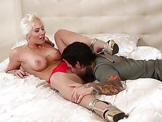 Cougar Fuck 04