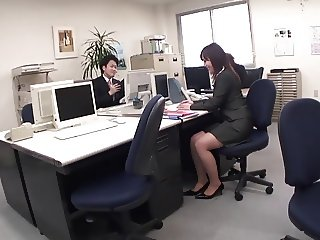 Office girl masturbates in on the toilet on her break